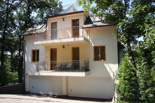 Homokóra utca 16. Budapest garázs homlokzat, új építésű lakás, eladó lakás, új lakás